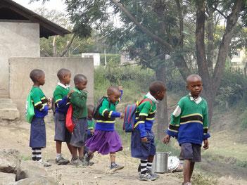Grundschüler in Sanya Juu, Tansania (2014)