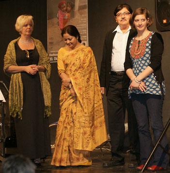 """Vertreterin  vom Verein  """"Österreich für Calcutta"""" Anna Lumplecker, Tamali Ganguly und Sekhar Mishra von """"Born to Serve"""""""
