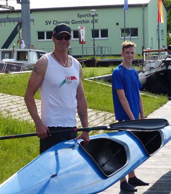 Ole Hering und Mark Zabel vor Beginn des Trainings mit ihrem KII.