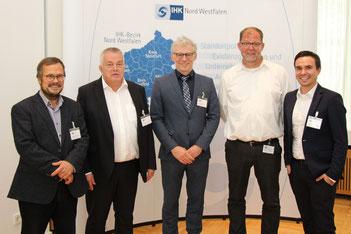 (v.l.): Michael Schramek (Geschäftsführer EcoLibro GmbH, Troisdorf), Dr. Matthias Eickhoff (Vorstand AMEVIDA SE, Gelsenkirchen), Stadtbaurat Martin Harter (Stadt Gelsenkirchen), Claudius Hasenau (Geschäftsführer Ambulante Pflegedienste Gelsenkirch