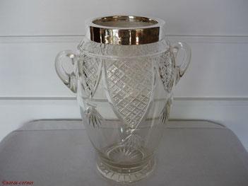 Viktorianische Vase aus geschliffenem Glas um 1900