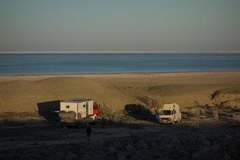 """""""Mercedes Flügeltürer"""" vor dem Aralsee"""
