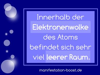 Innerhalb der Elektronenwolke des Atoms befindet sich sehr viel leerer Raum.