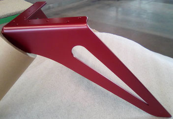 Pied de table basse design en métal coloris rouge