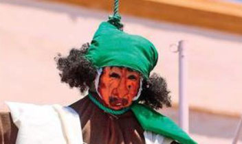 Qaddafi hanged in effigy