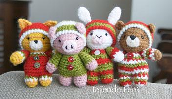 Oso, gato, chancho y conejo bebés en pijamas esperando Navidad (crochet-amigurumi)