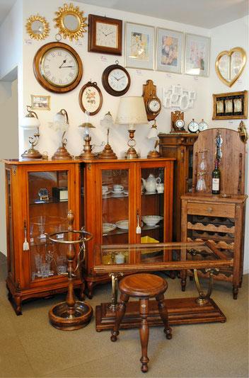 Capanni カパーニ サロンテーブル ワインテーブル 傘立て 時計 掛け時計 置時計 スツール 椅子 テーブルランプ