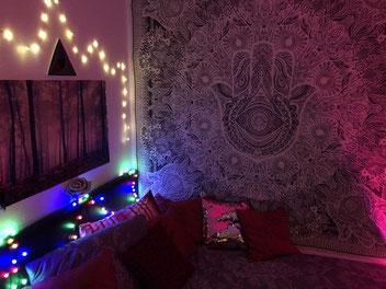 Kleines Mandala Wandtuch in rosa und lila mit Mandala Kissen