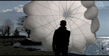 Apprendre à plier votre parachute de secours en vidéo c'est plus facile. notices des parachutes e secours et des sellettes