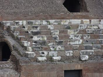 Kolosseum: Marmorsitze der Senatoren