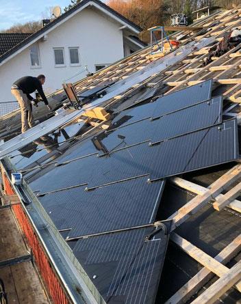 Kunden-Beispiel für Eindeckung des Hauses mit Solardachziegeln von SolteQ