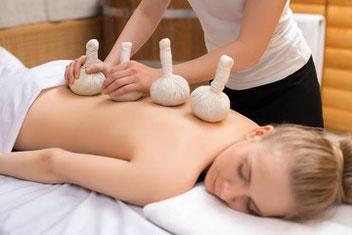 massage biarritz, massage duo, détente, relaxant, aux pochons d'herbes aromatiques, bayonne, anglet, tarnos, boucau, bidart.