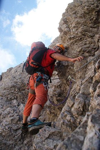 Abstieg in die Scharte zwischen den beiden Gipfeln