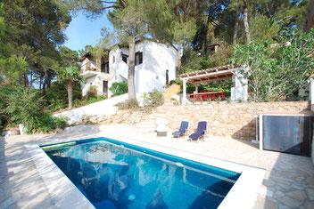 Maison à louer à begur avec piscine privée por 5 personnes.