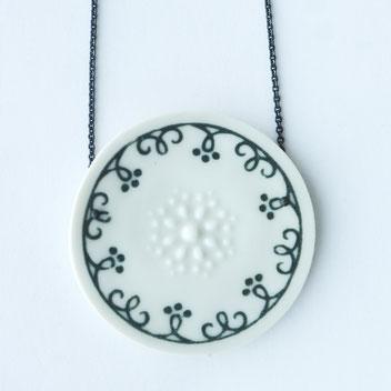 porseleinen ketting wit zwart, handgemaakte sieraden, porseleinen sieraden