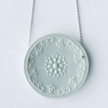 porseleinen ketting wit geglazuurd, porseleinen sieraden, handgemaakte sieraden