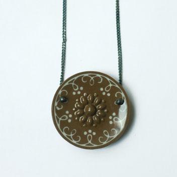 porseleinen ketting bruin wit, porseleinen sieraden, handgemaakte sieraden