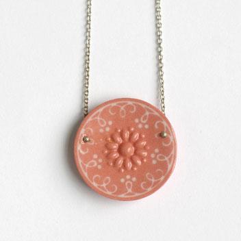 ronde porseleinen ketting, rood en wit, handgemaakte sieraden, porseleinen sieraden