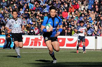 前半28分、WTB山田章仁がトライを決める。