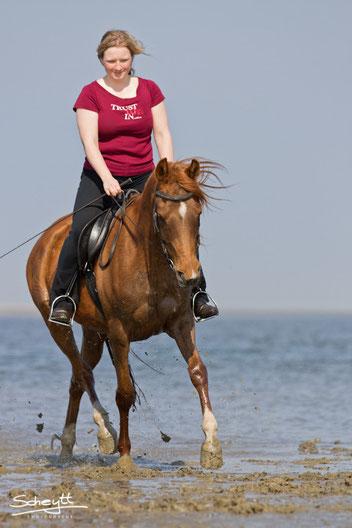 Steffi und Fine am Strand