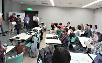 Desk guiding study during English conversation class.  英語研修の中の一コマ。英語によるガイドシミュレーション。