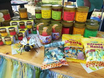 Verschiedenste Honigsorten, Pollen und Honigbonbons