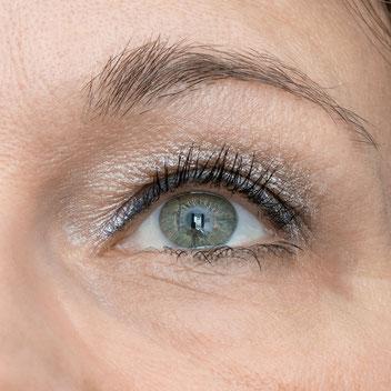 In Echt sahen die Wimpern viel definierter aus, als auf dem Bild...