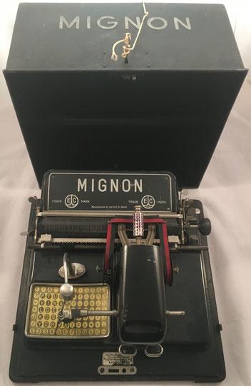 Máquina de escribir MIGNON modelo 3, fabricada por AEG en Berlin (Alemania), s/ 72755, año 1923