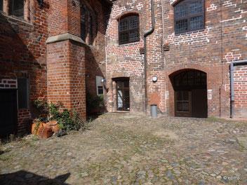 Seiteneingang im kleinen Hof