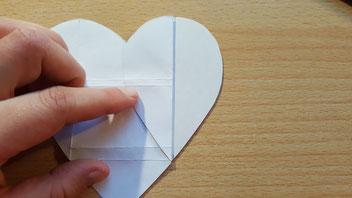 Briefumschlag aus einer Herzform falten - Wie du das machst