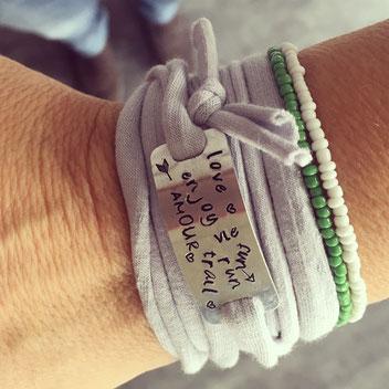 Bracelet personnalisé mots fait main bordeaux