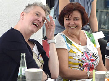 MaiRose42 (links) und Julia