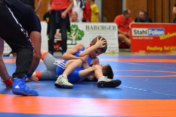Jakob Walder (Blau) sicherte sich souverän seinen 6. int. Turniersieg