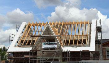 Hier sehen Sie den Rommerskirchener Dachstuhl mit Schalung