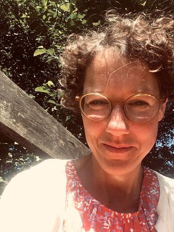 Imke Laudan er lærer og meget snart læreterapeut. Hun elsker vand og lyset i Danmark og desuden det simple liv, særligt udenfor. Imke har fået danskundervisning hos mig siden juni 2018.