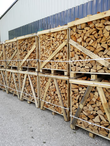 Brenholz in Einweg Box Raummeter