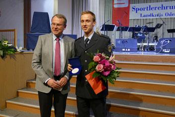 Ehrung für besondere Verdienste im Sport durch Landrat Rolf Lindemann