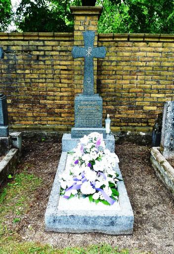 Friedhof in Dittersbach – Grab vom Pfarrer Augustin Lang - 28.05.2016