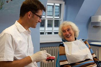 Unsere Stärke: Ausführliche ganzheitliche Beratung für passgenauen, ästhetischen Zahnersatz