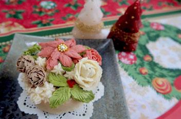 クリスマスケーキ風のデコレーションにします
