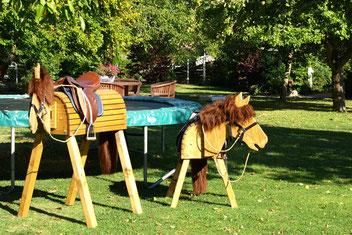 Aus unserem Online-Shop: Das Holzpferd für den Garten für 150,00 Euro