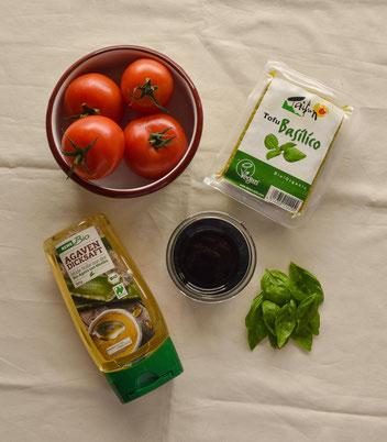 Zutaten Basilikumtofu-Tomatensalat. RiekesBlog
