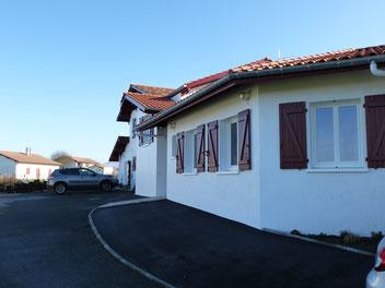Maison Bidaletenia - Chambre d'hôtes au Pays Basque - Parking et jardin