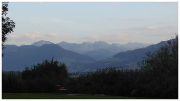 Blick von der Jugendherberge Rapperswiel in die wilden Berge