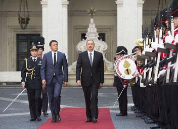 Il Premier Italiano Matteo Renzi e il Presidente Ilham Aliyev ospitato a Palazzo Chigi nel luglio del 2015