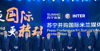 La conferenza stampa che decreta l'acquisto da parte del Suning Group di Nanchino dell' Fc Internazionale