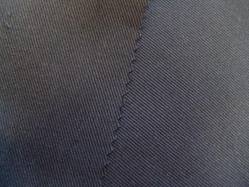 schwarzer Baumwollköper, 162 cm breit