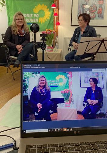 Impression aus dem eineinhalb stündigen moderierten Dialog. Bürgermeisterkandidatin Anja Obermann (links) und Sabine Hirler