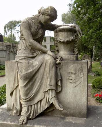 Trauernde Johannisfriedhof Hempel Bild: Susann Wuschko