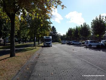Auf dem Parkplatz vor dem Museum
